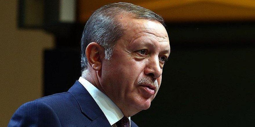"""Erdoğan: """"FETÖ'de hala faaliyet sürdüren herkes taammüden vatan hainidir"""""""