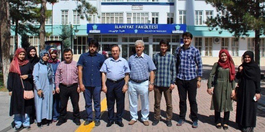 Ürdün'e giden NEÜ öğrencileri dil kursunu başarıyla tamamladı