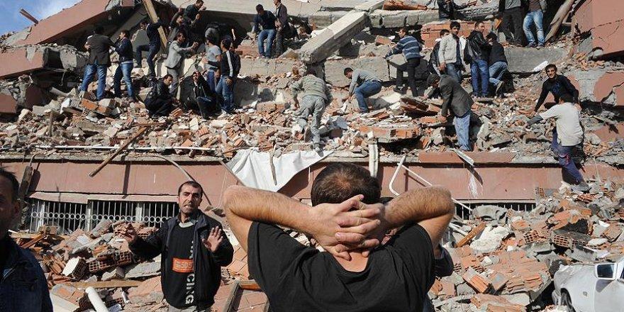 Deprem için toplanan paraları FETÖ'ye aktarmışlar