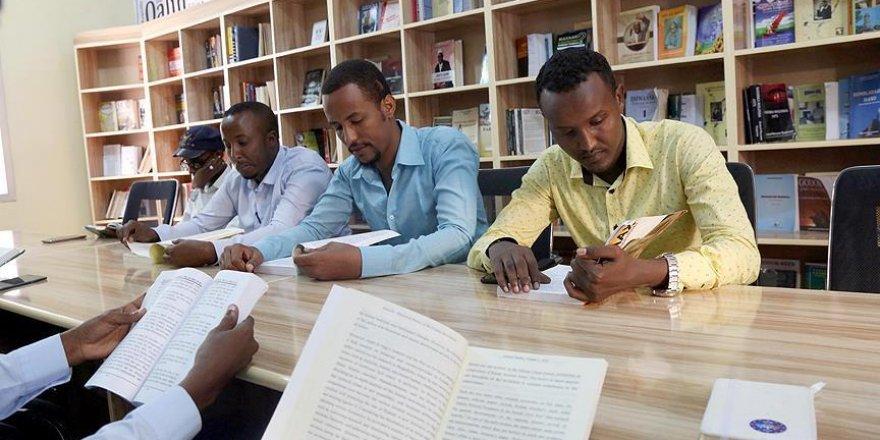 Somali'de gençlerden okumaya teşvik girişimi