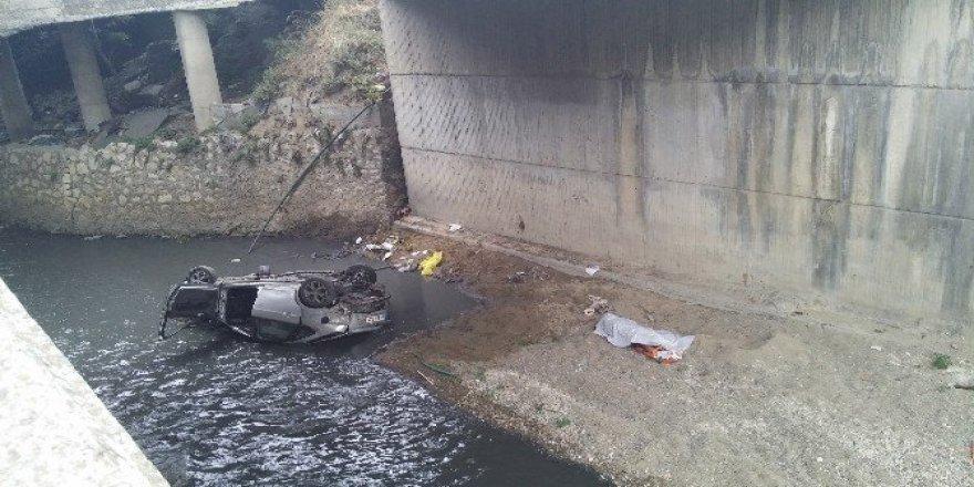 Esenyurt'ta araç su kanalına uçtu: 1 ölü