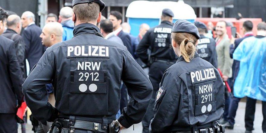 Almanya'da iki Afgan kadına ırkçı saldırı