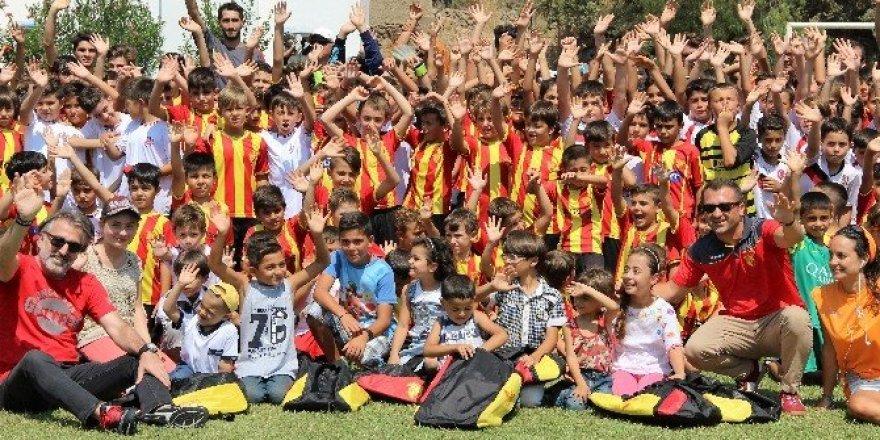 Savaş mağduru çocukların futbol heyecanı