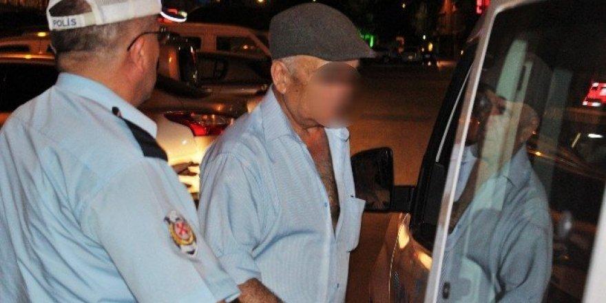 70 yaşındaki adam üniversiteli kızları tacizden gözaltına alındı
