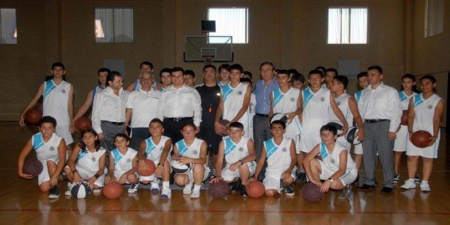 Kepez'de modern tesislerde spor eğitimi