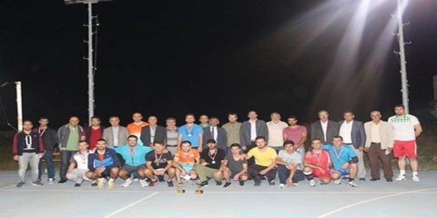 3'ücü Geleneksel İnönü Belediyesi Voleybol Turnuvası şampiyonluğunu Bozüyük Belediyesi ekibi kazandı