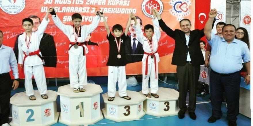 Uluslararası Taekwondo müsabakalarında gümüş madalya Eskişehir'in