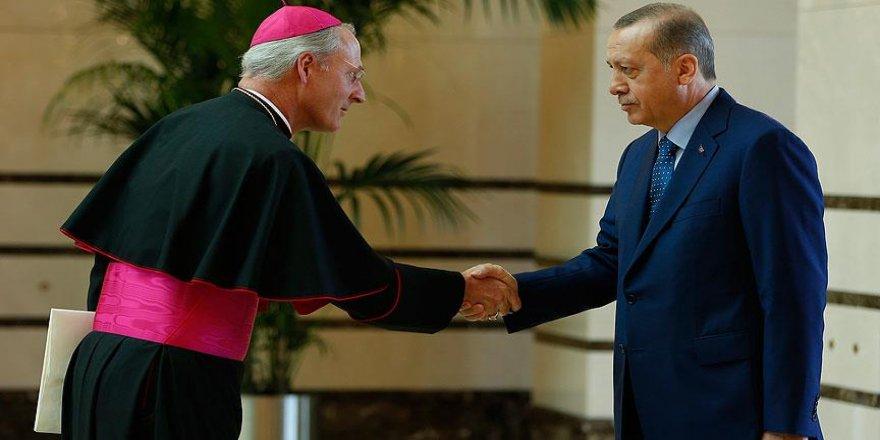 Erdoğan, Vatikan'ın Ankara Büyükelçisi Russell'ı kabul etti