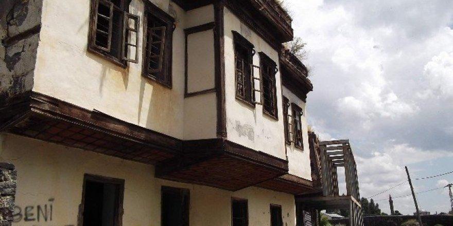 Tarihi Ahmet Tevfik Paşa Konağı son günlerini yaşıyor