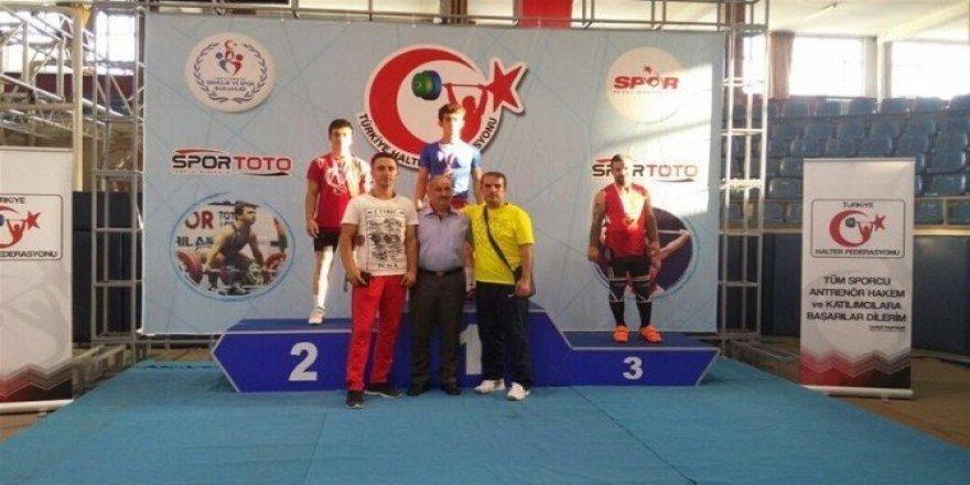 Erzincanlı Halterci Türkiye Şampiyonu oldu