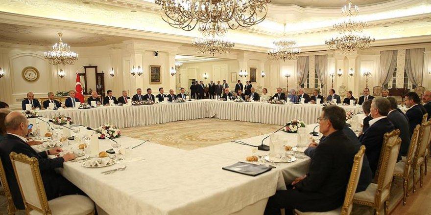 Başbakan Yıldırım AK Partili eski bakanlarla buluştu