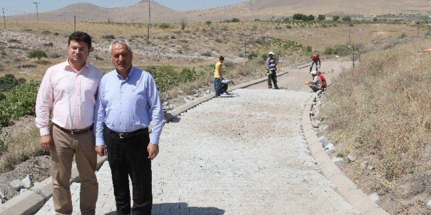 İncesu Belediyesi bağ yollarında parke çalışmalarına başladı