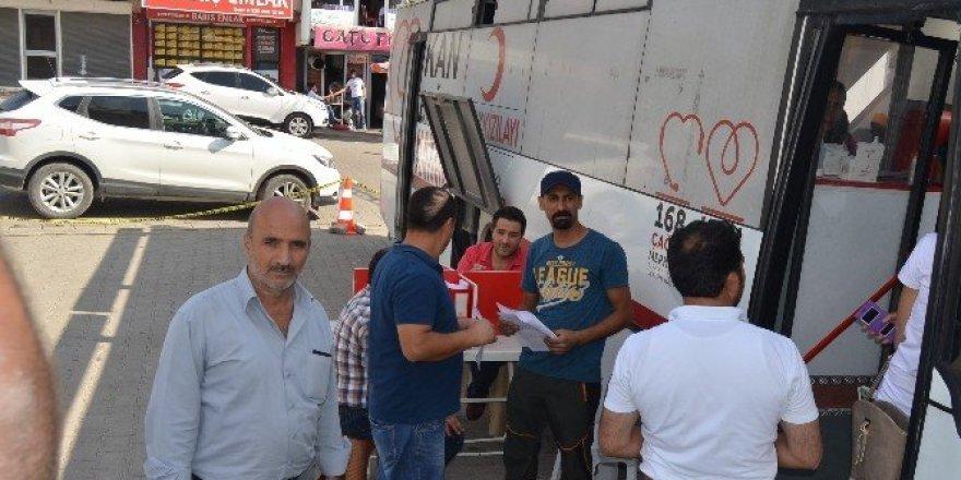 Kızılay TIR'ı Varto'da kan topladı
