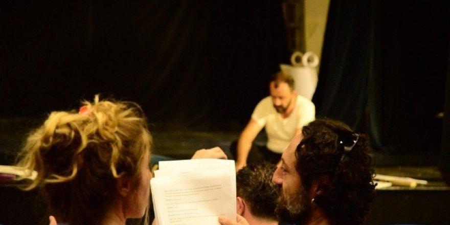 Büyükşehir tiyatroları, yeni sezona Jan Darc oyunuyla hazırlanıyor