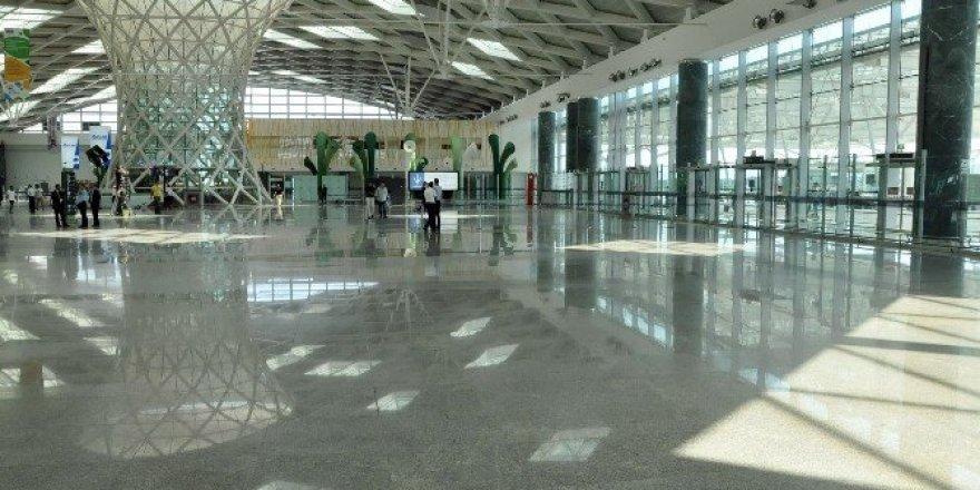 İzmir'de uçakta bomba paniği
