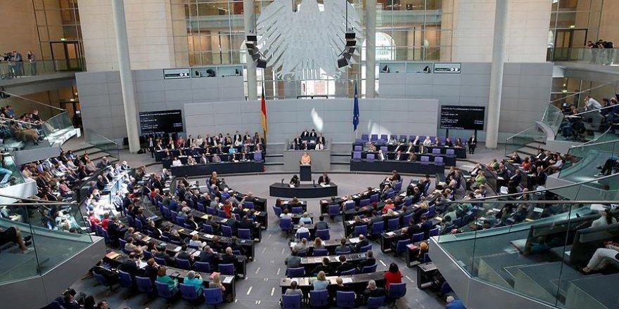 'Alman hükümeti Federal Meclis'in aldığı karara mesafe koyacak'