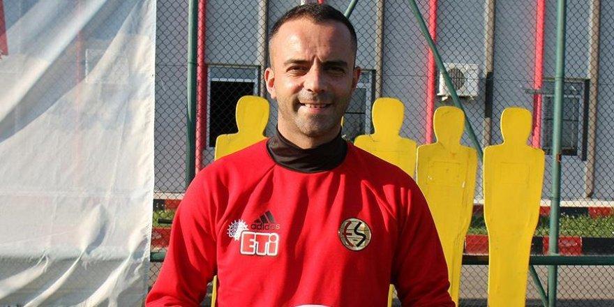 'Nöbetçi golcü' futbolu Eskişehirspor'da bırakmak istiyor