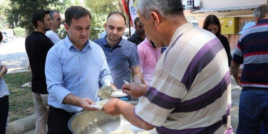 Yüzde 25'lik zammı pilav hayrıyla kutladılar