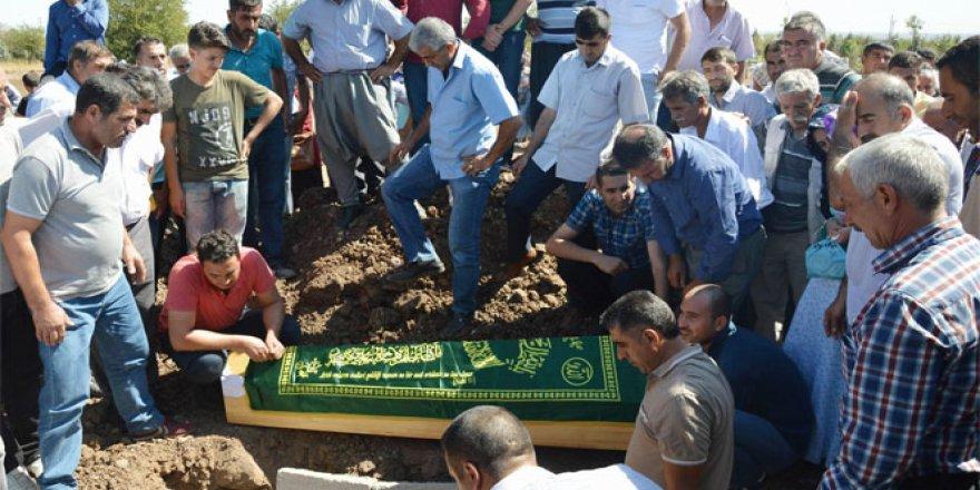 Yakılarak öldürülen Diyarbakırlı işçi gözyaşları içerisinde defnedildi
