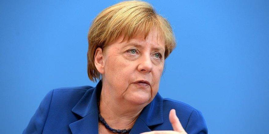 Merkel: Mesafe koymadık