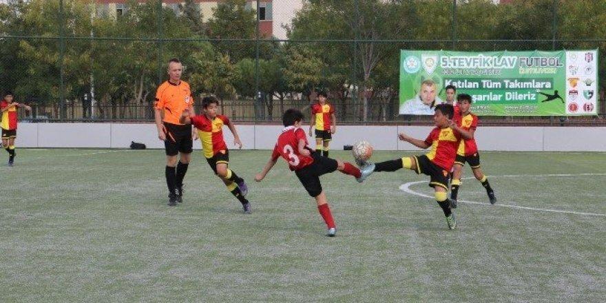 Tevfik Lav Futbol Turnuvası başladı