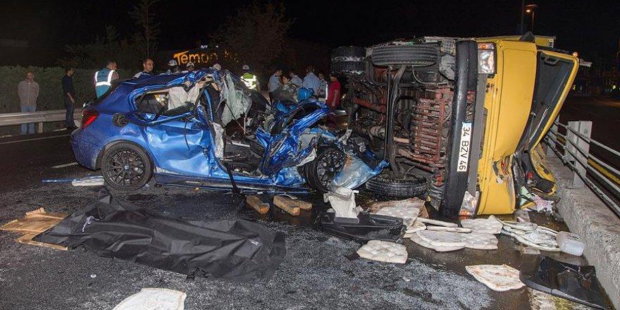 Çağlayan'da kamyon ile otomobil çarpıştı: 2 ölü, 2 yaralı