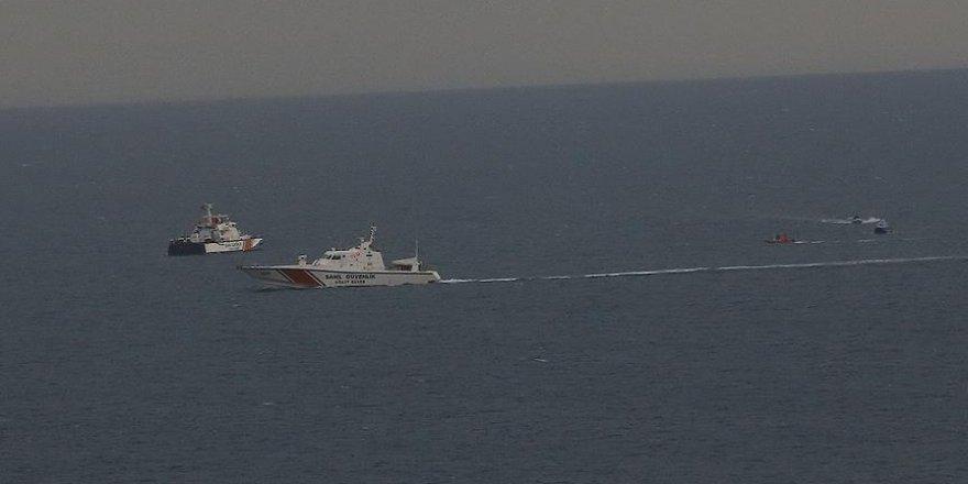 Antalya açıklarında kayıp 2 kişiyi arama çalışmaları devam ediyor
