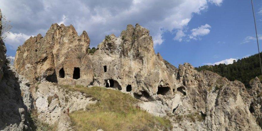 Kayalıklardaki manastır turizme kazandırılmayı bekliyor