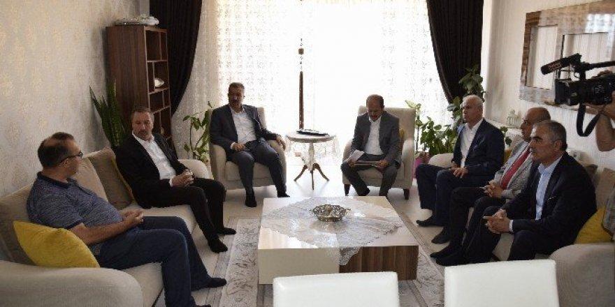 AK Partili milletvekillerden demokrasi şehidi Çopur'un ailesine ziyaret