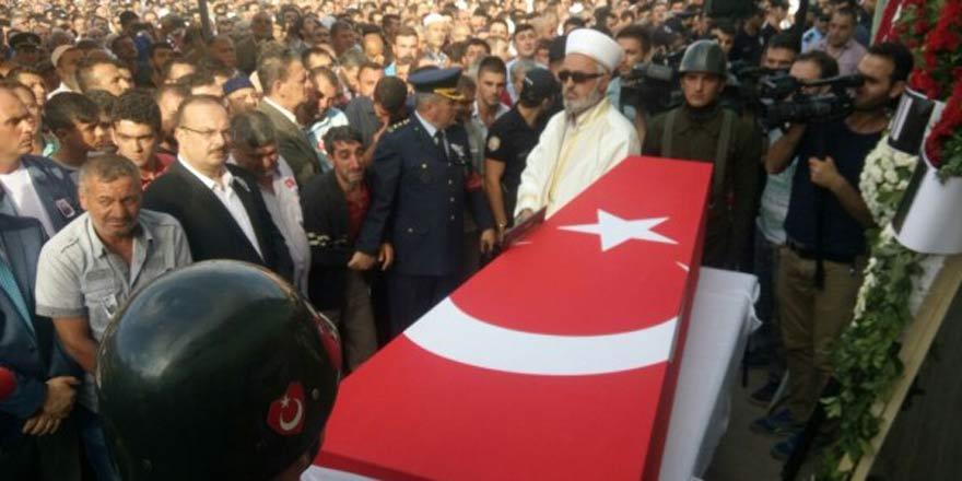 Konya'da 10 bin kişi şehidini uğurladı