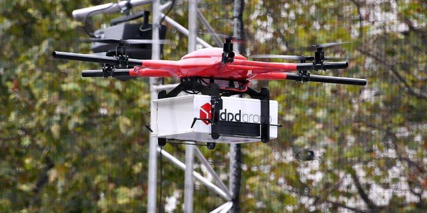 Paris'i 'drone'lar işgal etti