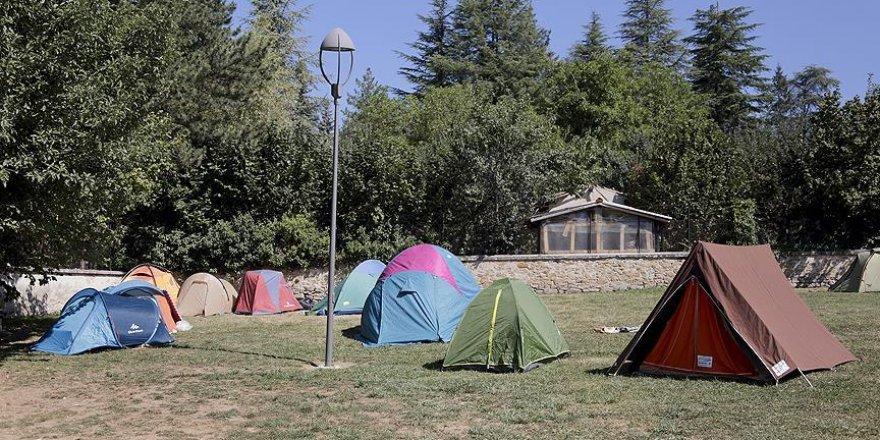 İtalya çadırda kalan depremzedeler için çözüm arıyor