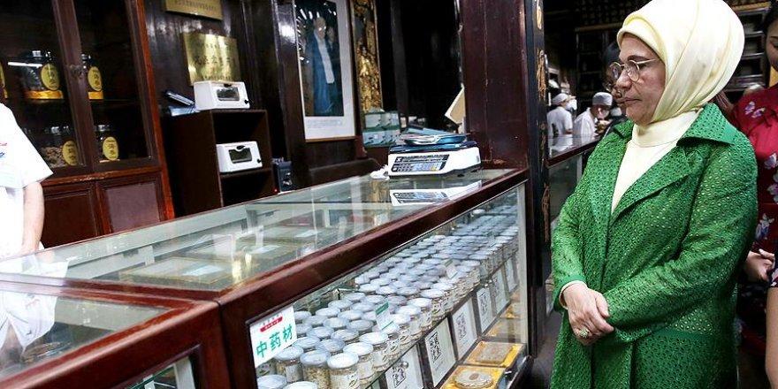 Emine Erdoğan Çin'de tarihi bölgeleri ziyaret etti