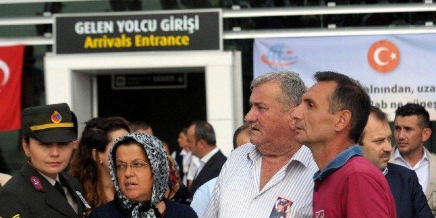 Kastamonu şehidini havalimanında karşıladı