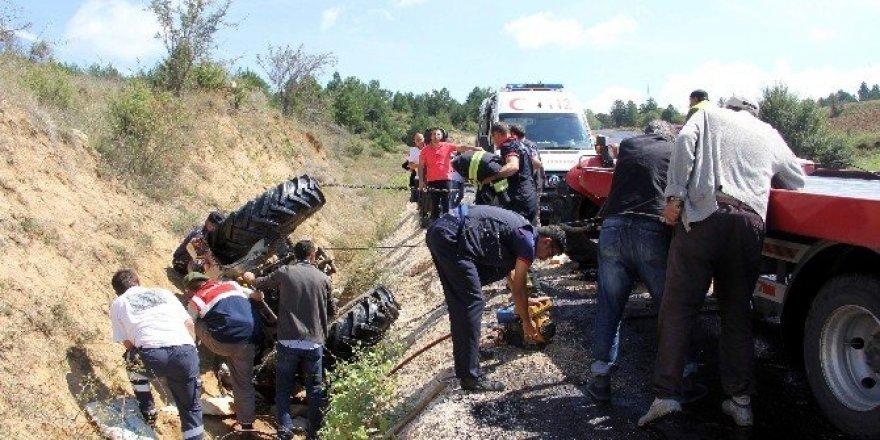 Traktörün altında kalan kadın güçlükle kurtarılabildi