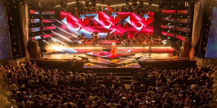 'Turkcell Yıldızlı Geceler'i 1 milyondan fazla kişi izledi