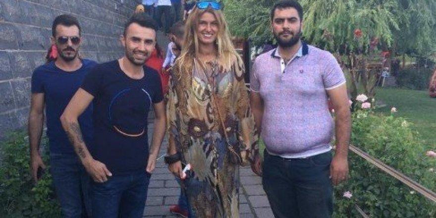 Tuba Özay Diyarbakır'da tarihi mekanları gezdi