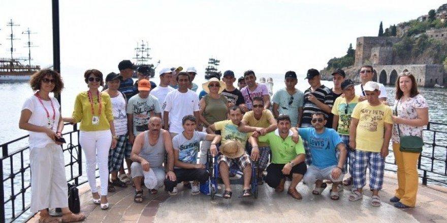Ankaralı engelliler Alanya'da kültür gezisinde