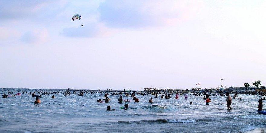 Hafta sonu Mersin sahilleri doldu, taştı