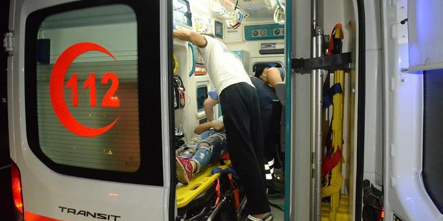 Tur otobüsü tıra çarptı: 1 ölü, 38 yaralı