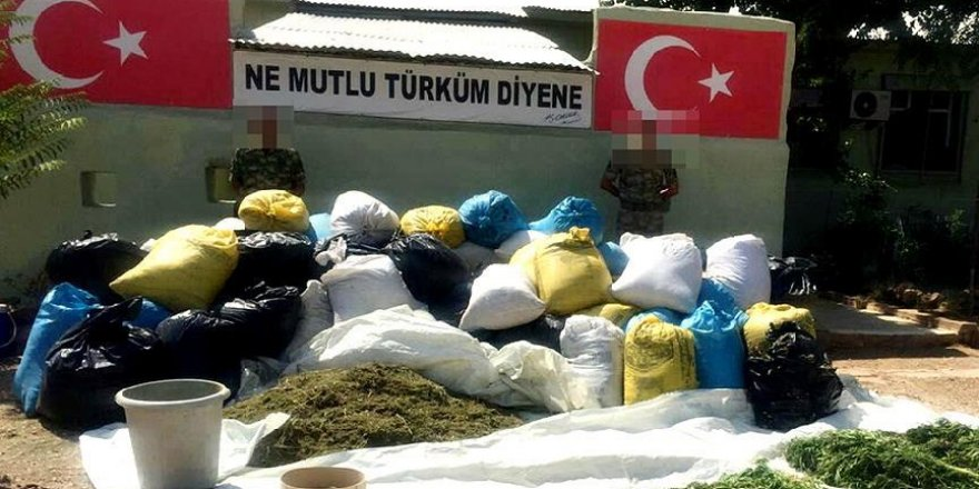 Diyarbakır'da bir evde PKK simgeleriyle uyuşturucu bulundu