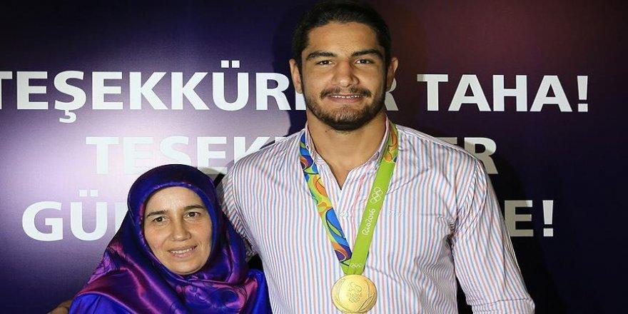 Taha Akgül'ün annesi Gülbahar Akgül: Çok çalışarak bu başarıyı elde etti