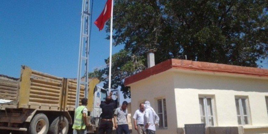 91 mahalleye Türk Bayrağı dikiliyor