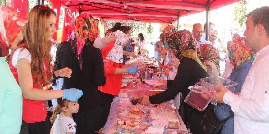 Rize'de 15 Temmuz şehitleri ve gazileri yararına kermes düzenlendi