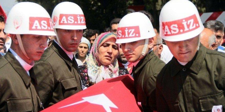 Suriye'de şehit düşen uzman çavuş toprağa verildi