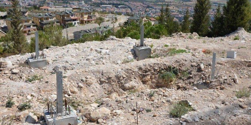 Milas'ta baz istasyonunun direği kayıplara karıştı