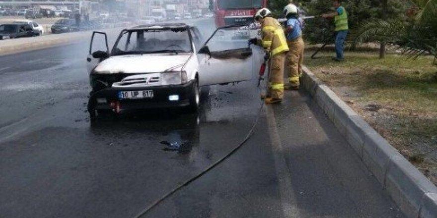 Kırmızı ışıkta bekleyen LPG'li araç alevlere teslim oldu