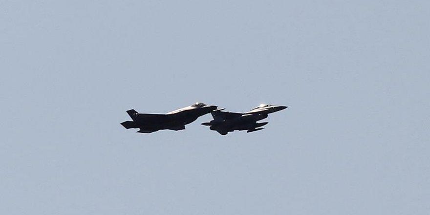 Rus uçağından ABD uçağına önleme