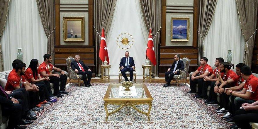 Erdoğan madalya kazanan sporcuları kabul etti