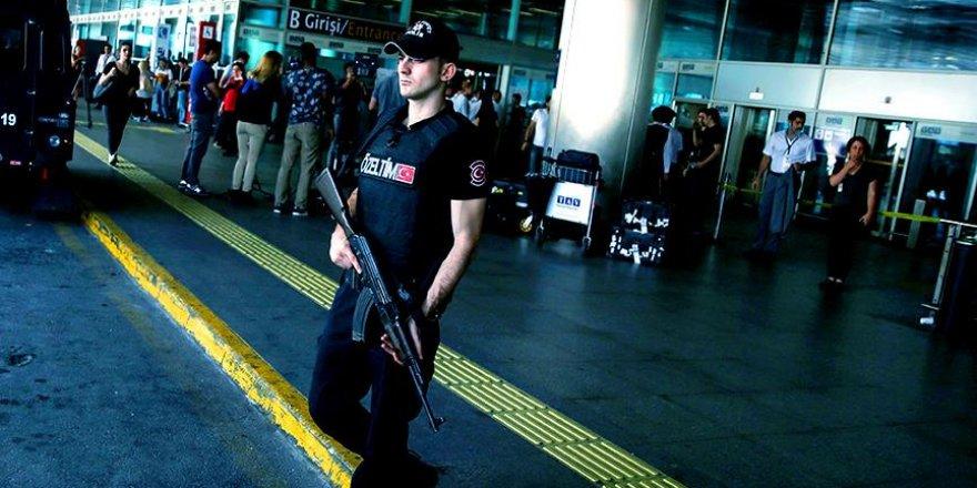 Aranan kadın terörist Atatürk Havalimanı'nda yakalandı